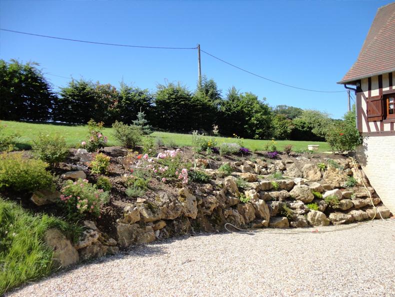 Amnagement paysager talus amnager le talus bordant la for Amenagement jardin talus
